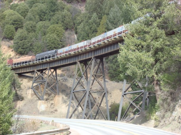 train-and-trestle-feather-river-canyon
