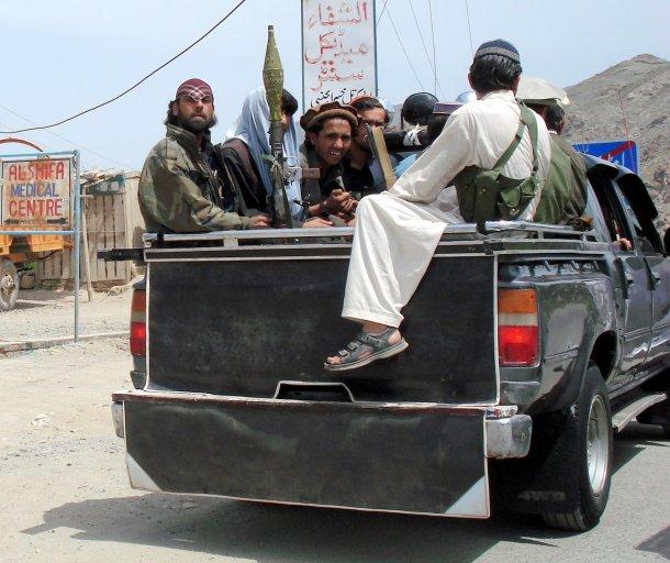 Pakistan-2008-Kyber-Pass-Lashkar-i-Islami-fighters