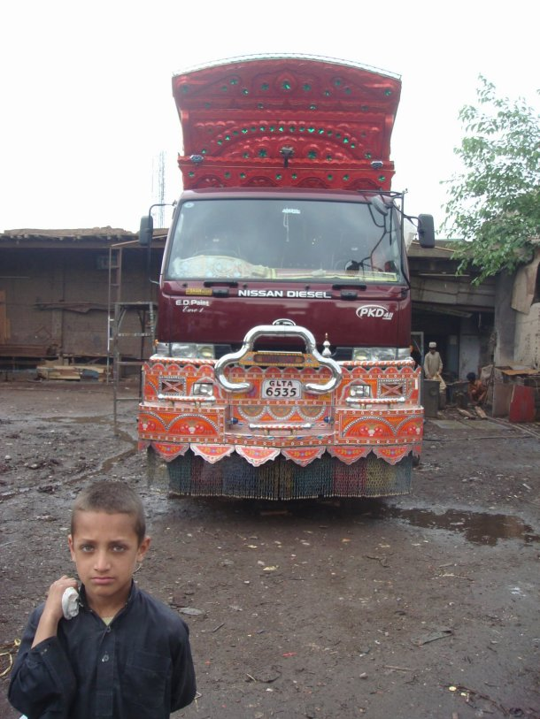 pakistan-truck-yards