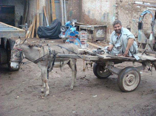 peshawar-truck-yards