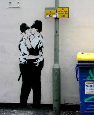 kissing-police