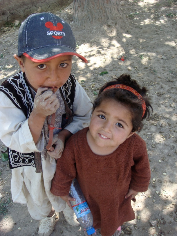 children-outside-mazar-i-sharif