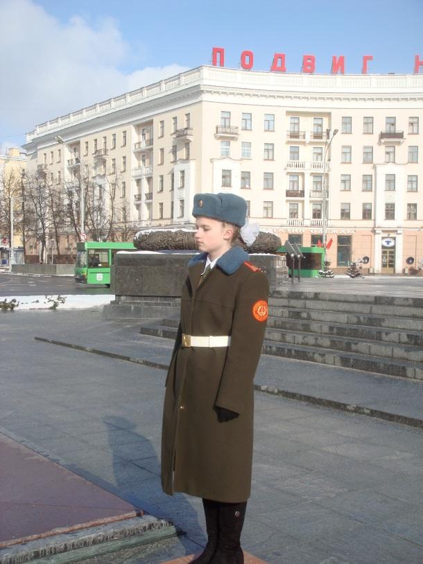 female-guard-victory-column-minsk