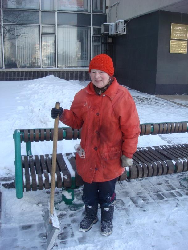 shoveling-snow-minsk-belarus
