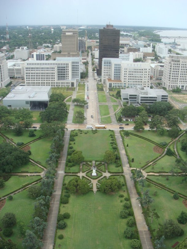 gardens-louisiana-state-capital-building