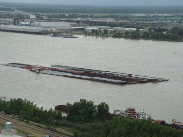 mississippi-river-barge-baton-rouge