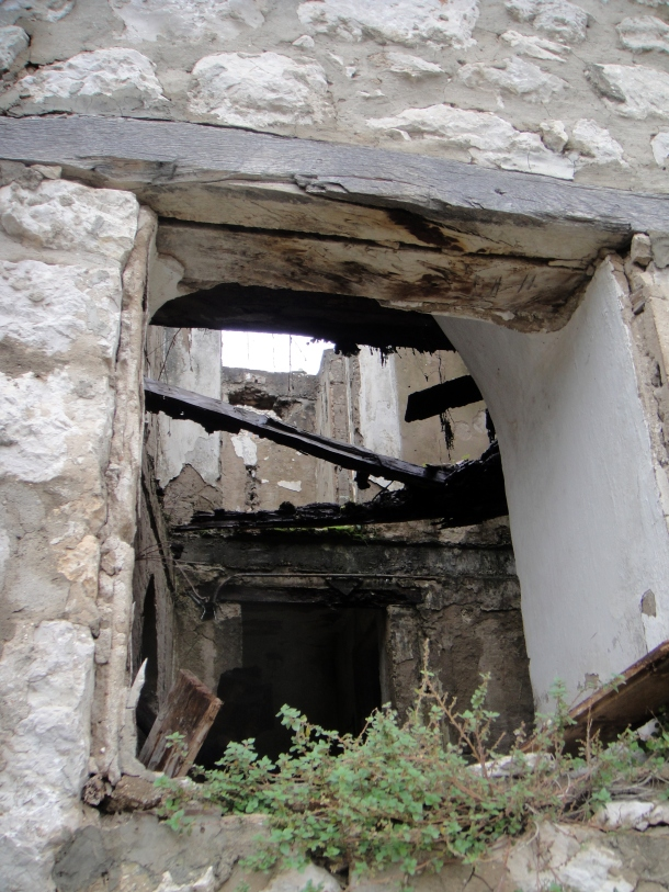 Pocitelj-bosnia-bombed-building
