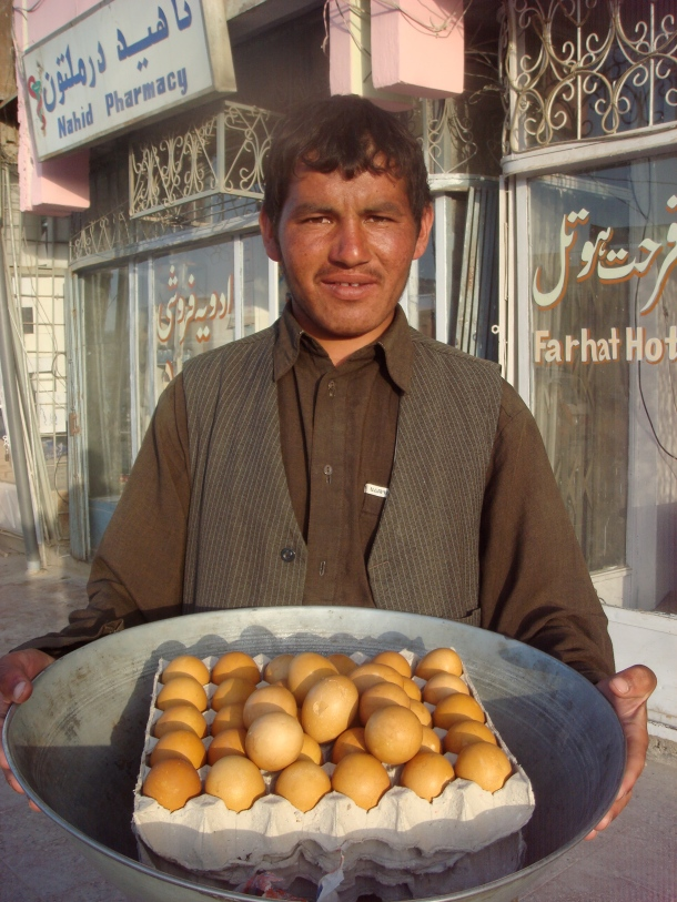 selling-eggs-mazar-sharif-afghanistan