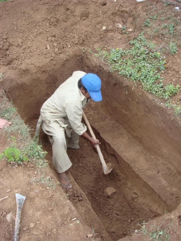 digging grave peshawar pakistan