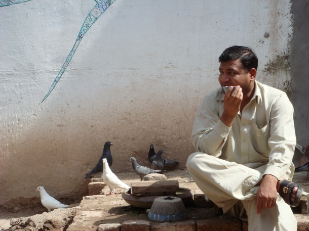 drinking-tea-pakistan