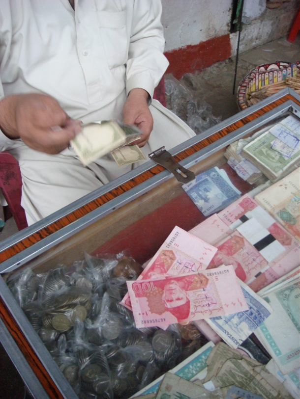 money-changer-peshawar-pakistan