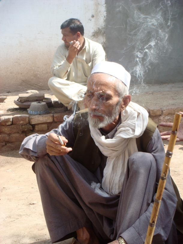 smoking-hashish-pakistan