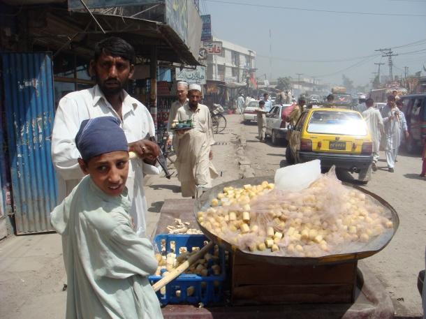 street-vendor-peshawar-pakistan