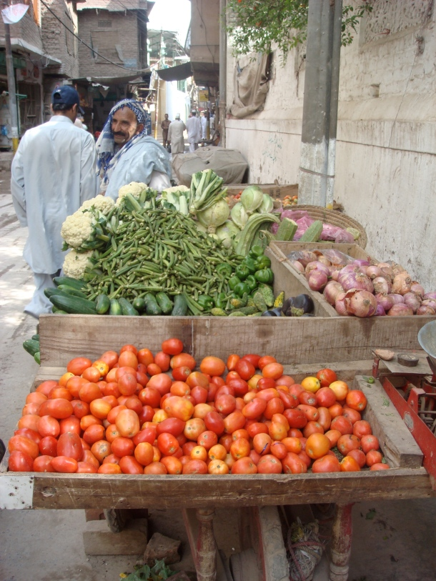 vegetable-seller-peshawar-pakistan