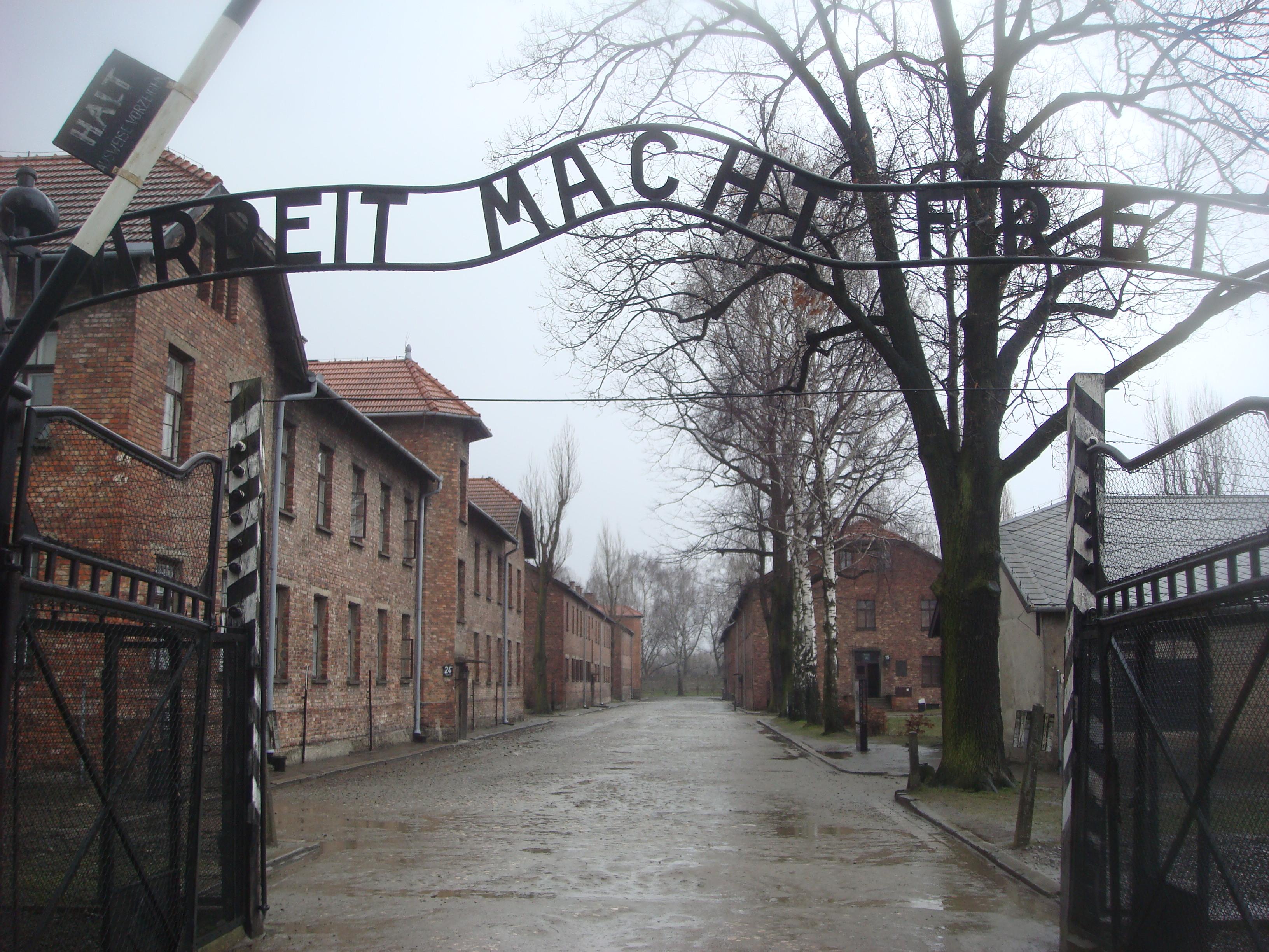 27 gennaio 1945 in quella data vengono abbattuti i cancelli di