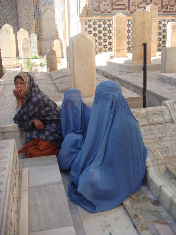 women praying at sufi shrine of Gazar Gah