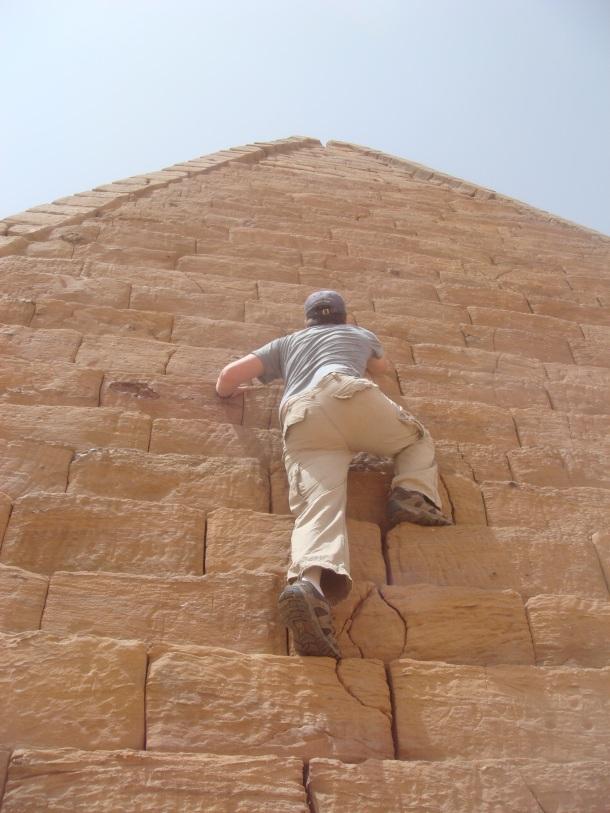 asshole-climbing-jebel-barkal-pyramids