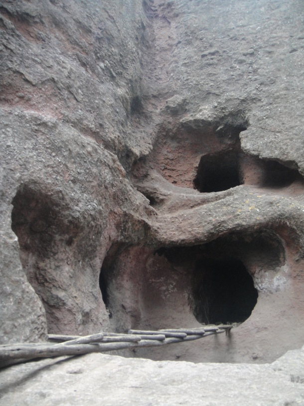 Clefts and niches in Bet Giyorgis