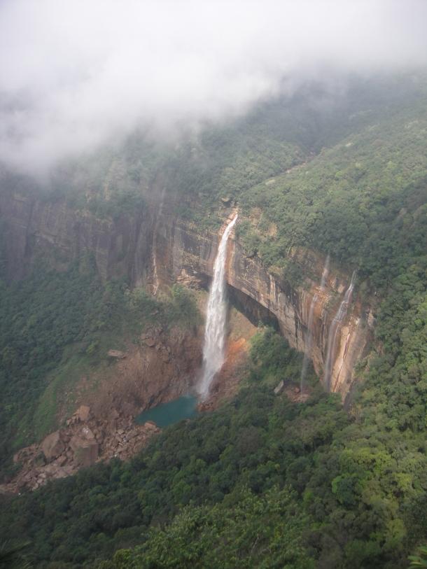 Nohsngithiang waterfall