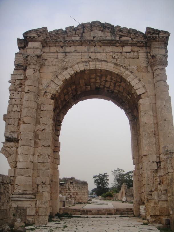 tyre roman arch