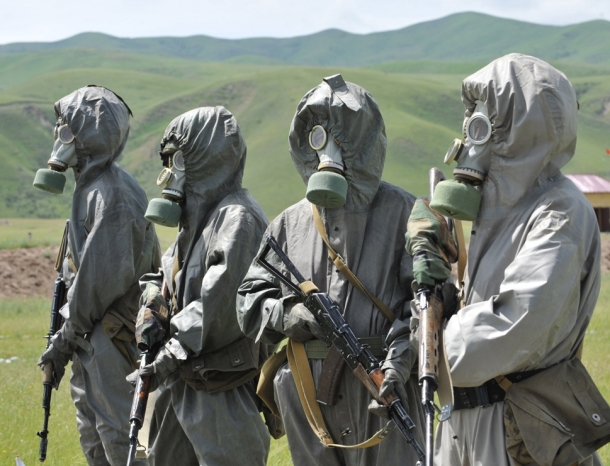 KYRGYZSTAN-soldiers-gas-mask