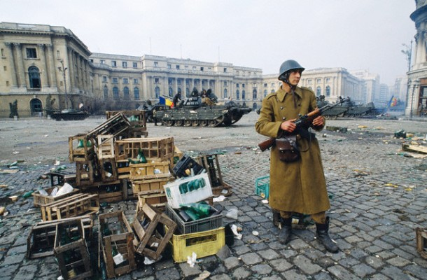palace-square-1989-revolution