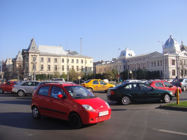 Piaţa-Universităţii