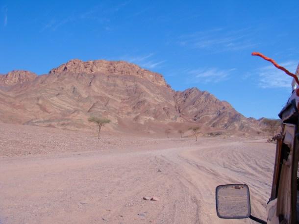sinai desert smuggling road