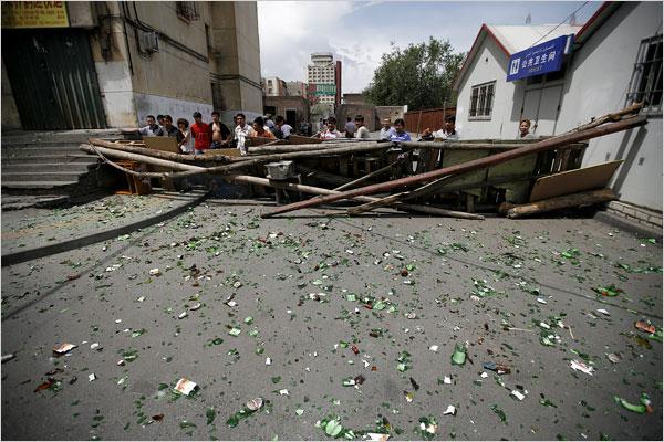 barricade-in-urumqi-from-uighur-violence