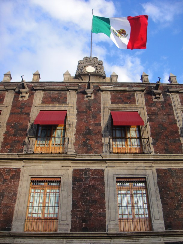flag-mexico-city