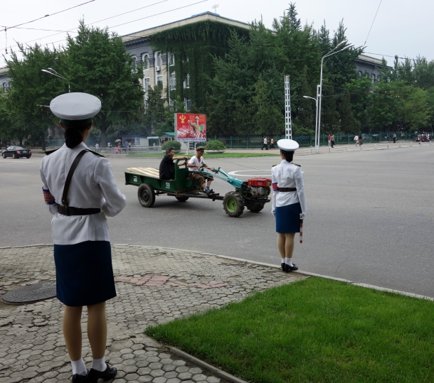 north-korea-traffic-girls