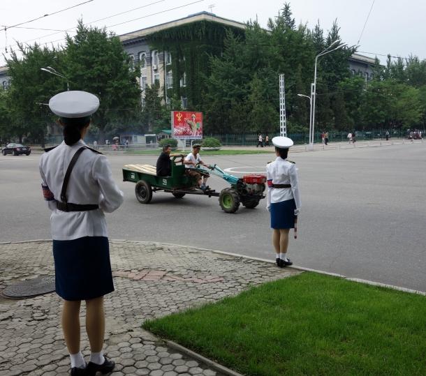 north-korea-traffic-girls
