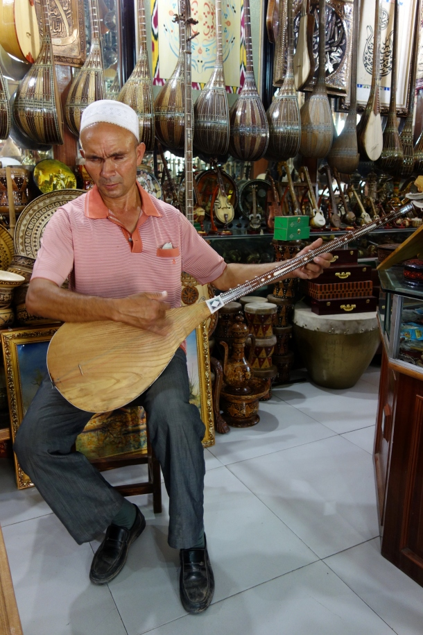 blind-dutar-player-kashgar