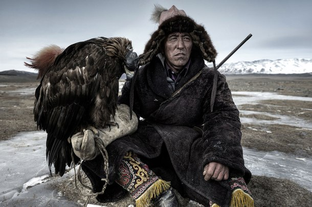 Mongolian-eagle-hunter-in-the-Altai-Mountains-of-western-Mongolia