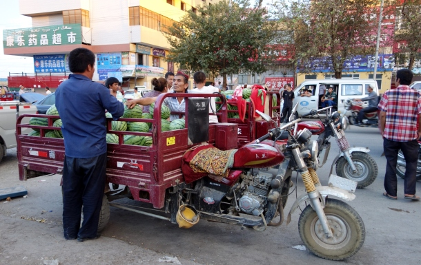 turpan-fruit-vendor