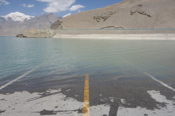 Karakoram-Highway-flooded