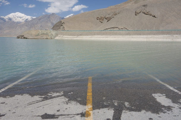 Karakoram-Highway-flooded