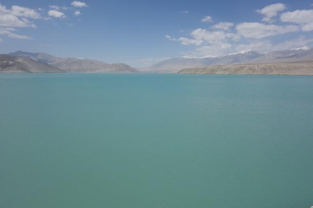 Karakoram-Highway-glacial-lake