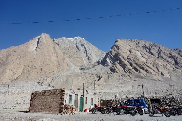 Karakoram-Highway-truck-stop