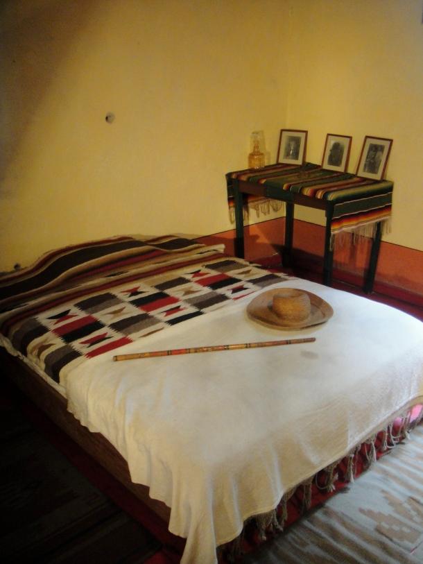 trotsky-bedroom-mexico-city-home