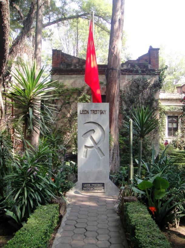 trotsky-grave