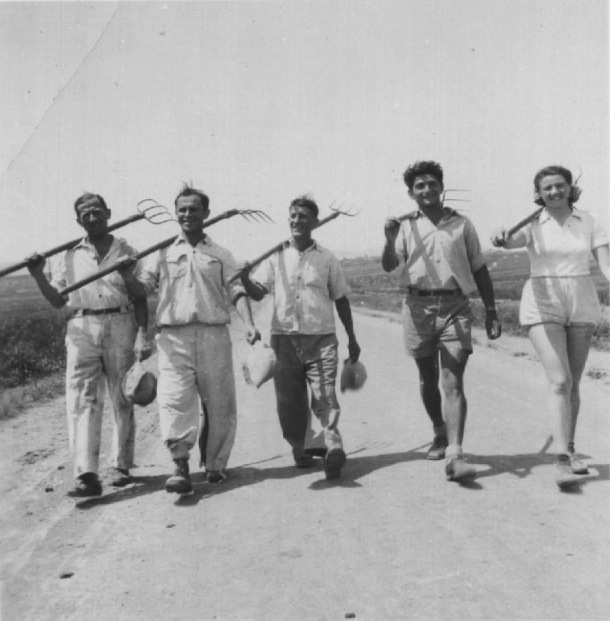 kibbutz-historical-agriculture-black-and-white
