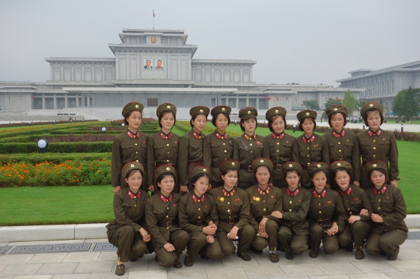 mausoleum-pyongyang-female-military-unit
