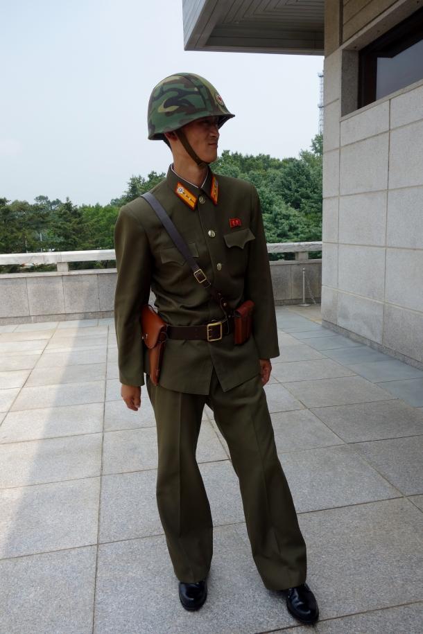 north-korean-soldier-dmz
