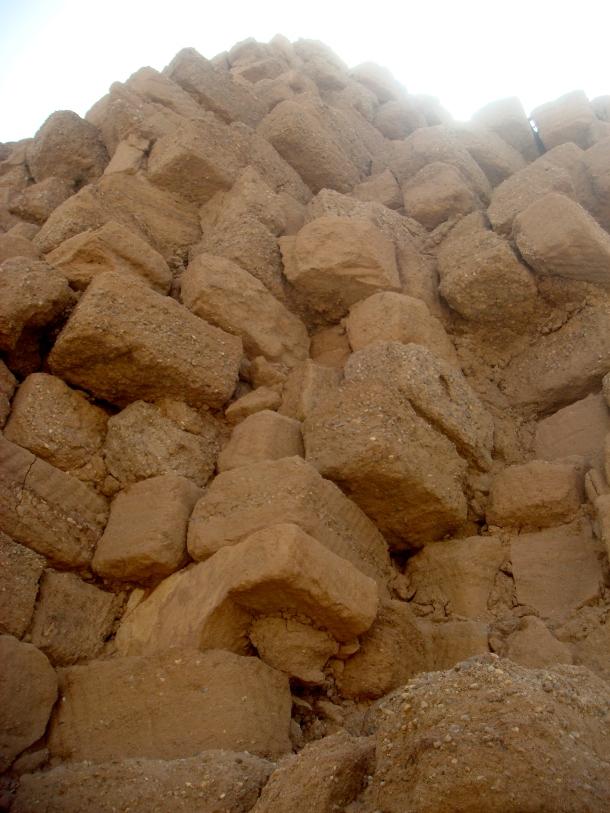 nuri-pyramid-stones