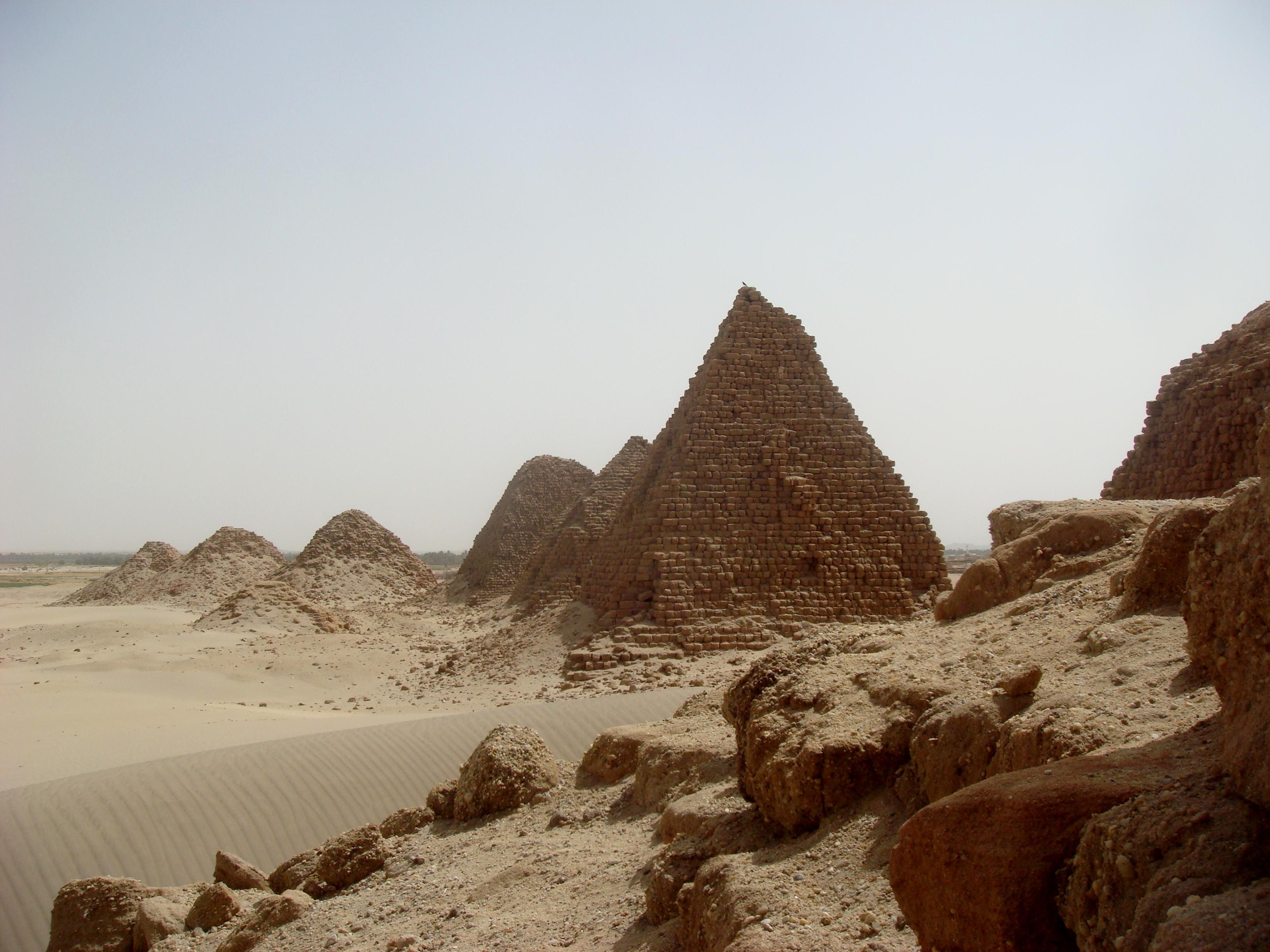 Фото магазина пирамида в заринске небольшой