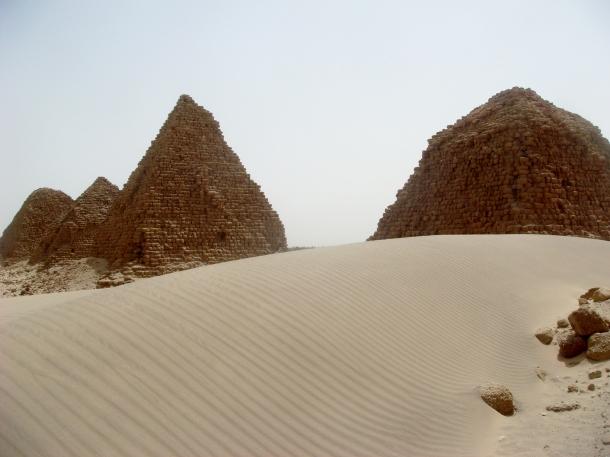 pyramids-nuri