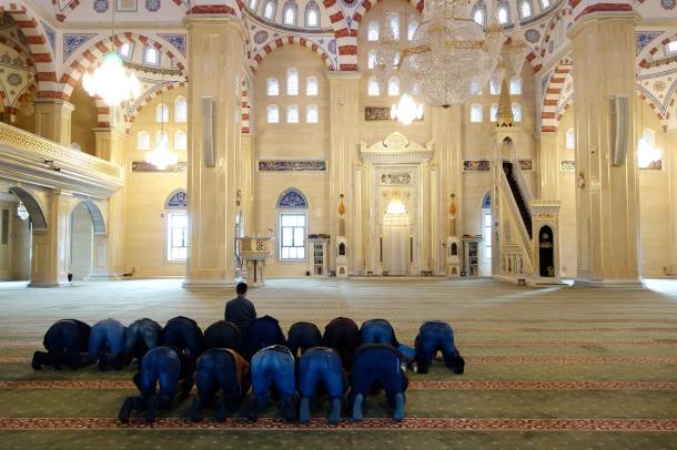 Akhmad-Kadyrov-Mosque-interior