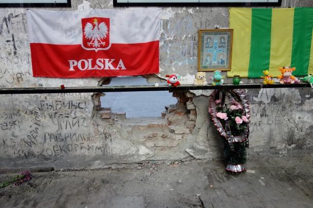 beslan-school-gym-hole-in-wall-bodies-were-passed-through