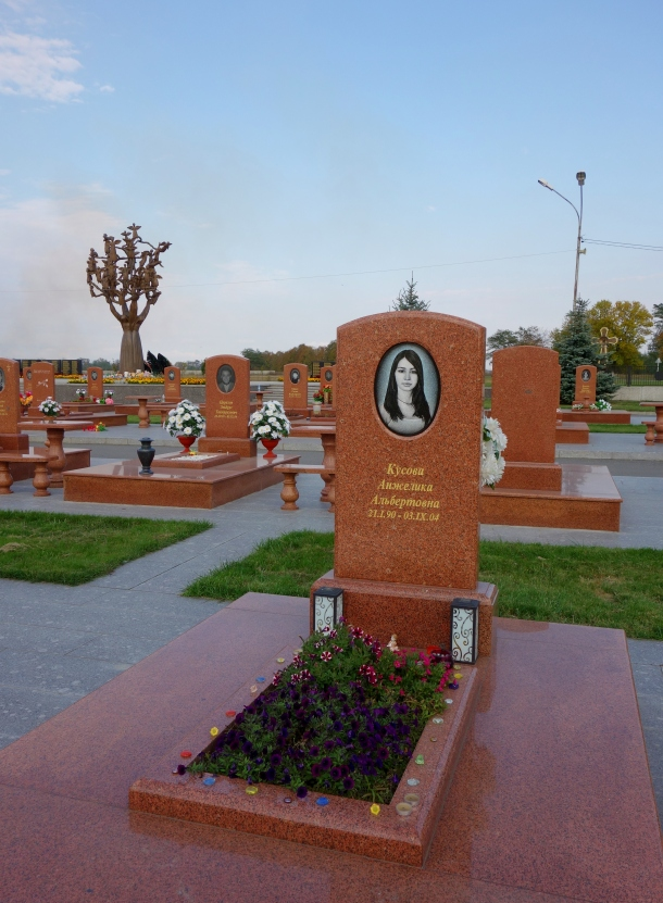 beslan-tragedy-child-killed-school-cemetery